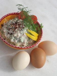 Tonfiskröra och kokt ägg